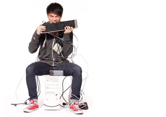 man,cable,stress solusi tepat atasi freeze saat bermain game Solusi Tepat Atasi Freeze Saat Bermain Game man 2756206 640