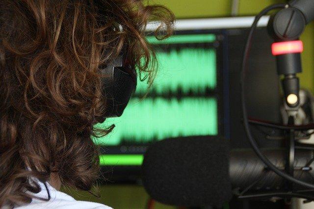 10 kiat cerdas pilih gaming headset 10 Kiat Cerdas Pilih Gaming Headset radio 2344175 640
