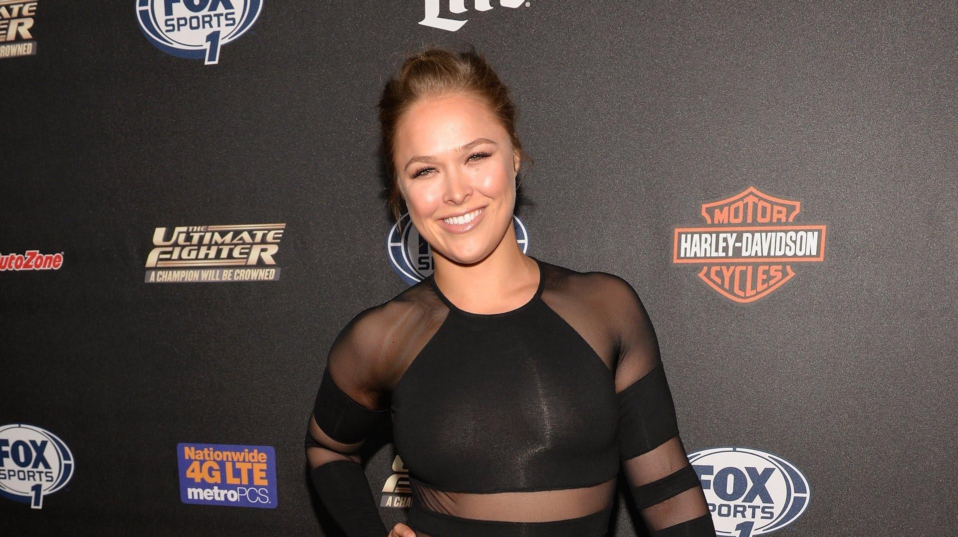 10 bintang seksi hollywood penggemar game 10 Bintang Seksi Hollywood Penggemar Game Ronda