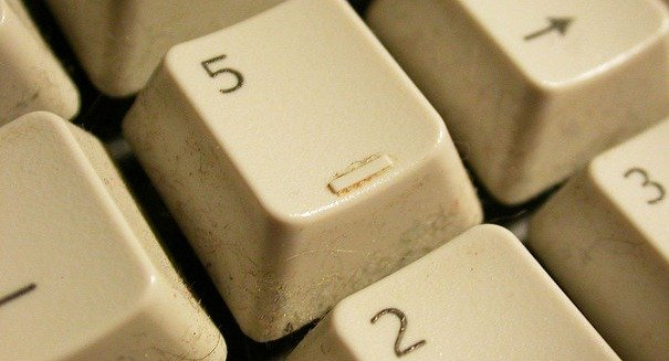 cara jitu membersihkan keyboard mekanikal Cara Jitu Membersihkan Keyboard Mekanikal bersihkeyboard2
