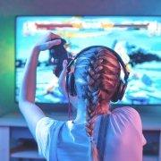 bermain video game  5 Manfaat Bermain Video Game Untuk Keterampilan Kognitif bermain video game 180x180