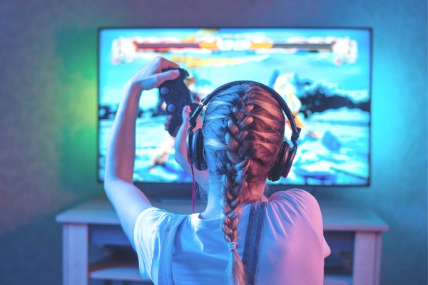 bermain video game di televisi game Ragam Metode Main Game di TV. Nomor 3 Paling Asyik bermain video game 600x400