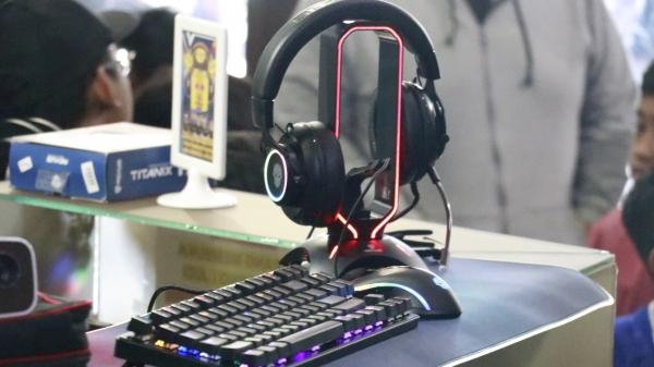 rexus gaming equipment headset Headset Stand Ini Bakal Buat Gaming Setup Kamu Makin Keren dan Menarik Rexus X Colosseum Arena 600x337