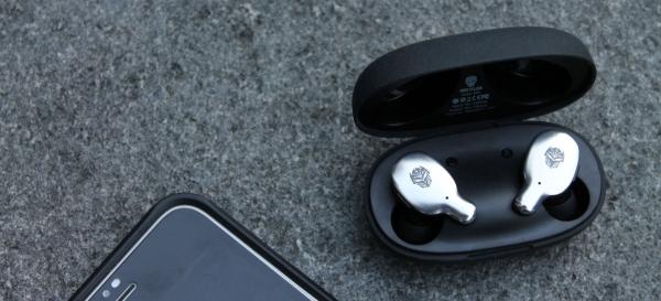 Earphone wireless rexus fx1 earphone 10 Kiat Memilih Wireless Earphone Bluetooth yang Bagus dan Terjangkau WL TWS 06 600x273
