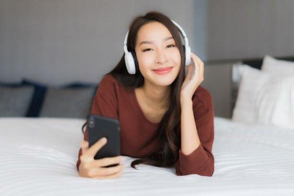 bluetooth Sinyal Perangkat Bluetooth Sering Terganggu? Bisa Jadi Karena Gangguan WiFi headset freepik 600x400