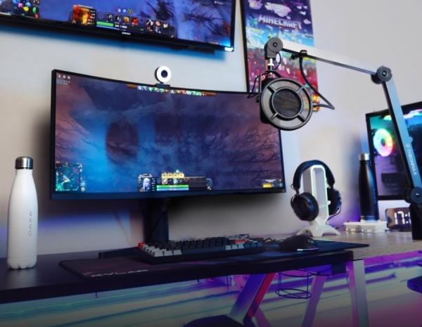 gaming setup headset Headset Stand Ini Bakal Buat Gaming Setup Kamu Makin Keren dan Menarik pc gaming1 600x465